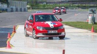 Test z autoškoly zvládla ve velkém průzkumu jen desetina řidičů. Největším průšvihem byly křižovatky