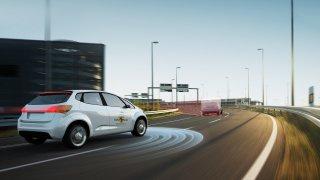 Řidič vs. technika: Euro NCAP otestoval úroveň jízdních asistentů u deseti aut. Tesla až šestá