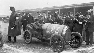 Před 100 let zneškodnil Ettore Bugatti zabijáka motorsportu. Nastolil nový trend, který trvá dodnes