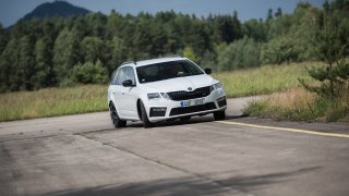 Nová Škoda Octavia RS 245 v pohybu. 1