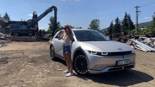 Hyundai Ioniq 5 ženskýma očima: záchrana planety recyklací a magnetická nástěnka na nic!
