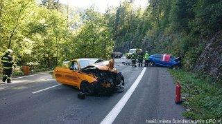 Řidič mustangu z víkendové nehody byl specialistou na upravené fordy a bezpečnou jízdu