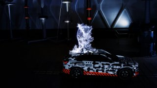 Audi e-tron ve Faradayově kleci