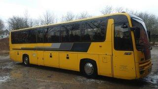 Ojetý autobus nestojí ani 50 tisíc korun. Lze si z něj postavit obytný vůz, ale je třeba vědět, jak