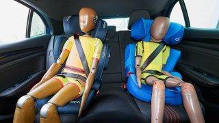 Autoklub důrazně varuje rodiče před doporučením automobilek, které může vážně ohrozit jejich děti