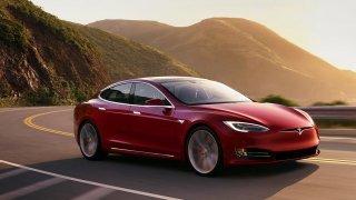 Alza začala prodávat elektromobily Tesla 4