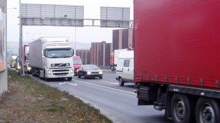 Konec starých autobusů a náklaďáků v širším centru Prahy. Město jim zakáže vjezd