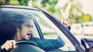 Výzkum hovoří jasně: Řidiči drahých aut se na silnici chovají arogantněji než ostatní