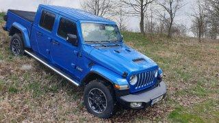 Pick-up Jeep Gladiator zvládne v terénu leccos. Překvapil především svými vodními hrátkami