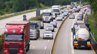 Na dálnici D1 čekají na řidiče nové radarové pasti. Víme, kde si máte dávat pozor