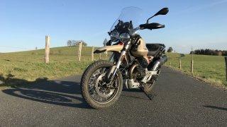Moto Guzzi V 85 TT je nejstylovějším crossoverem mezi motocykly. Není však univerzální až moc?