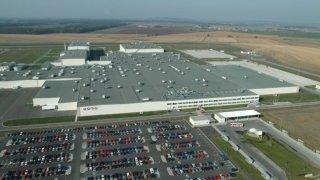 PSA a Toyota začínají další etapu spolupráce v Evropě. Závod v Kolíně převezme Toyota.
