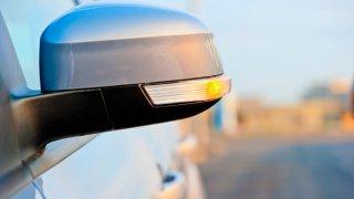 Někdo spočítal, kolik paliva a peněz stojí používání blinkrů. Tipnete si?