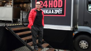 Stavba food trucku, v němž vaří superšéf Pohlreich, stála čtyři milióny korun. Dělal se svépomocí