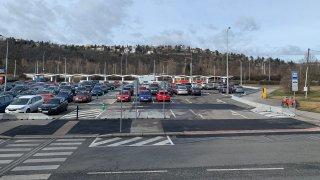 V Praze se od srpna výrazně zdraží parkování na P+R. Někde až o 80 korun na hodinu