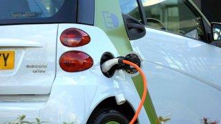 Dobití elektromobilu za 6 minut? Toshiba tvrdí, že ano