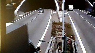 Video: Náklaďák v protisměru v tunelu ohrozil v Brně desítky řidičů