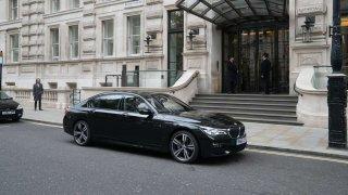 BMW 7 Rudá volavka
