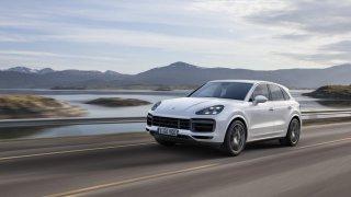Nové Porsche Cayenne při ostré jízdě. Umí i driftovat
