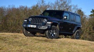 Jeep Wrangler s benzinovým dvoulitrem? Na silnici se chová jako hot-hatch, v terénu král tvorstva