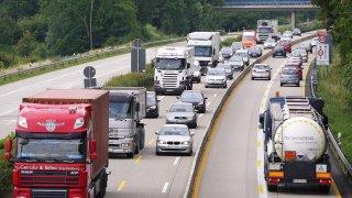 Nizozemí snižuje dálniční rychlost na 100 km/h. Budeme kvůli emisím jezdit po Evropě jako šneci?