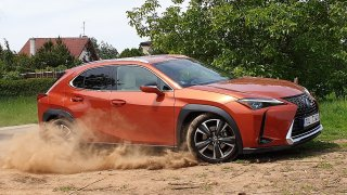 Nejmenší SUV od Lexusu nabídne více luxusu a útulnosti než spousta větších aut. Škoda pidikufru