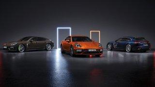Z 0 na 100 km/h během 3,1 s, 630 koní, 315 km/h. Supersedan a superkombík Porsche Panamera posílily