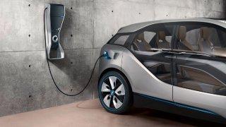 Elektromobily mají velmi nízké povinné ručení. Pro pojišťovny jsou přitom rizikem, bourají častěji