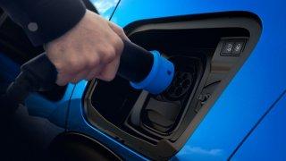 Víte, kolik zaplatíte za dojezd svého elektromobilu? Kilometr může vyjít až na 10 tisíc korun