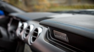 Ford Mustang interiér 29