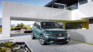 Tohle je nový Volkswagen Tiguan. Má až 320 koní a je celý dotykový