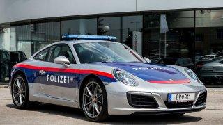 Porsche 911 v barvách rakouské policie.
