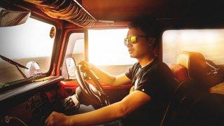 10 rad, jak se popasovat s horkem a únavou za volantem