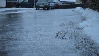Černý led je strašákem řidičů. Není vidět ani poznat. Smyk přichází nečekaně