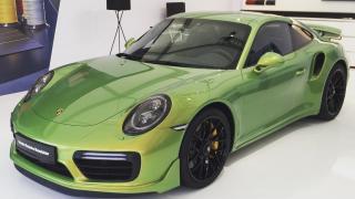Lak za cenu luxusního auta. Cenu barvy tohoto Porsche neuhodnete!