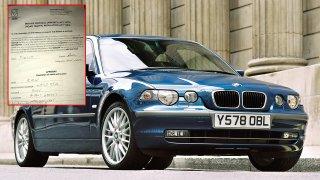 Muž odjel na dovolenou, úřady mu zatím sešrotovaly BMW