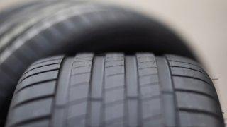 Boříme řidičské mýty: Na těžkých elektromobilech se více opotřebovávají pneumatiky. Je to naopak