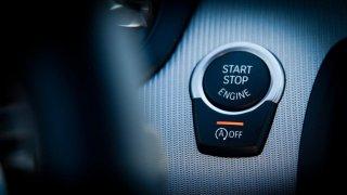 Tlačítko start-stop u vozů BMW
