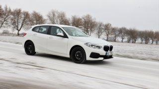 Test BMW 118i: Nejezdí jako čistokrevný bavorák, ale jako rodinný hatchback obstál dobře