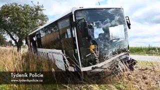 Řidička čelně nabourala do autobusu. Nejspíš přejela do protisměru a způsobila tím obecné ohrožení