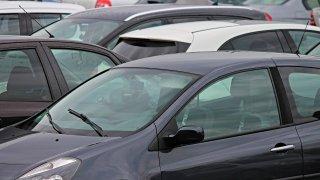 Ceny většiny nejprodávanějších nových aut v Česku oficiálně vzrostly. Reálně se prodávají levněji