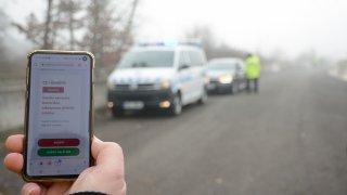 Pozor na půjčená auta. Pokutu za chybějící dálniční známku vždy platí řidič