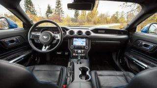 Ford Mustang interiér 2