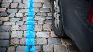 V rámci bezpečnostních vládních opatření je možné zdarma parkovat na modrých zónách