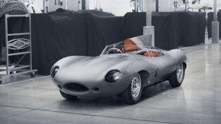 Jaguar obnovuje výrobu legendárního závodního vozu D-Type