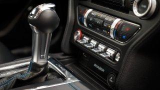 Ford Mustang interiér 5