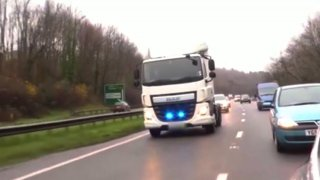 Řidiče kamionů hlídají maskované policejní tahače