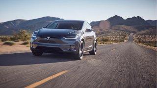 Tesla zlevňuje drahé modely. Je oně malý zájem?