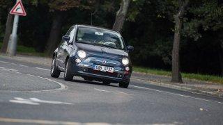 Živý prcek za pár korun. Ojetý Fiat 500 1.4