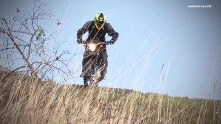 Recenze levného enduro motocyklu Kawasaki KLX 230